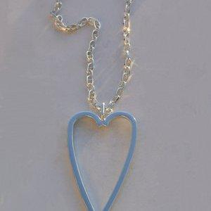 Stort hjärta på silverpläterad kedja