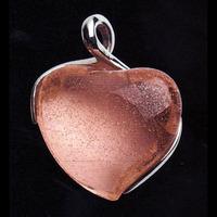 Hängsmycke med mandarinfärgat hjärta(modell större)