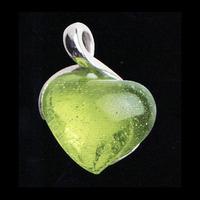 Halsbandssmycke med olivgrönt hjärta(modell mindre)