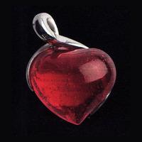 Halsbandssmycke med rött hjärta