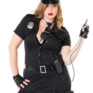 Otroligt sexig, plus sized polisdräkt för henne