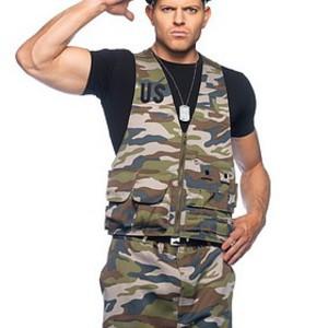 Dundersexig militärkostym för honom